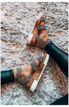 Trendy Sandals, Trendy Shoes, Women Sandals, Nike Vans, Hot Shoes, Shoes Heels, Aldo Shoes, Louboutin Shoes, Stiletto Heels