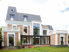A modernised 4 bedroom Private townhouse in the suburbs Residential Architecture, Architecture Design, Paris Suburbs, Messy Nessy Chic, Paris Home, Paris Apartments, Interior Design Inspiration, Parisian, Townhouse