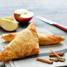 Be inspired by our Philips Chef's tasty dishes. Check out the healthy, tasty and simple recipes that you can prepare with Philips kitchen appliances. Mini Apple Turnovers, Phillips Air Fryer, Baking Recipes, Snack Recipes, Actifry Recipes, Air Fried Food, Yummy Food, Tasty, Love Eat