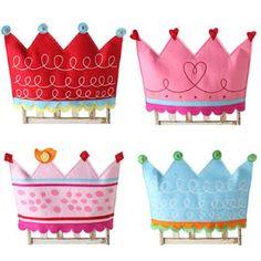 (4) Quatro Patinhas: Coroas em feltro