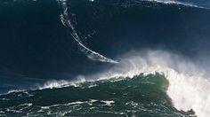 Garrett McNamara in Nazaré: Die Welle seines Lebens - via Frankfurter Allgemeine 28-11-2016 | Der amerikanische Surfer Garrett McNamara hat in einem kleinen Ort in Portugal das große Glück gefunden. Nazaré hat nicht nur sein Leben verändert, auch er hat der Stadt eine neue Perspektive gegeben.