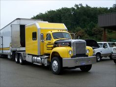 Something we don't witness very often is a B Model Mack with a custom sleeper berth. Well done, lads! Classic Tractor, Classic Trucks, Classic Cars, Antique Trucks, Vintage Trucks, Retro Vintage, Old Mack Trucks, Custom Big Rigs, Road Train