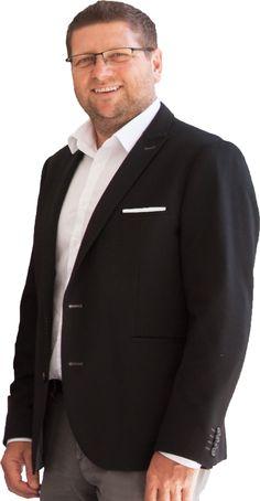 Compact Wohnbau- und RevitalisierungsgmbH mit Firmensitz in Linz, ist Bauträger und Projektentwickler und wurde 2009 von der Firmengruppe Holzhaider-Kapl übernommen. Entwickeln, planen und vermarkten von Wohnprojekten, wie Reihenhäuser, Doppel- und Einzelhäuser aber auch mehrgeschossiger Wohnbau für Endkunden und Anleger in top Qualität und unterschiedlicher Bauausführung ist die Aufgabe der derzeit 15 Mitarbeiter. Suit Jacket, Blazer, Suits, Tops, Jackets, Fashion, Linz, Homes, Down Jackets