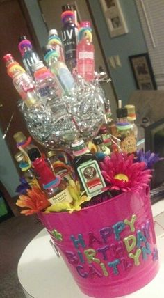 birthday shot bouquet for my bestie! 21st Birthday Presents, Cute Birthday Gift, Shot Bouquet, Birthday Shots, Alcohol Gifts, Jar Gifts, Homemade Gifts, Diy Crafts, Baby Shower