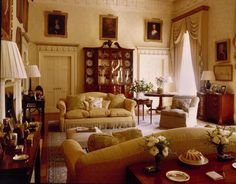Ugbrooke House, nr Chudleigh, Devon - the morning room. Ugbrooke is the home of the Clifford family. Links to the website for Ugbrooke. English Interior, Classic Interior, Chinoiserie, Colonial, English Country Decor, Living Room Flooring, Modern Room, House Design, English Style