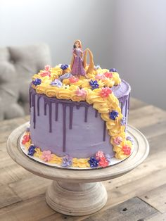 Happy birthday to you Princess Lolo, we love you! Made this sweet Tangled cake for the special birthday girl 👸🏼 Bolo Rapunzel, Rapunzel Birthday Cake, Disney Princess Birthday Cakes, Tangled Birthday Party, Tangled Rapunzel, Rapunzel Cake Ideas, 6th Birthday Girls, 6th Birthday Cakes, Fourth Birthday