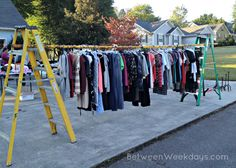 In larger cities, Craigslist and other online sites are good ways to advertise a yard sale. Diy Clothes Rack, Hanging Clothes, Clothes For Sale, Hang Clothes Garage Sale, Garage Sale Organization, Garage Sale Tips, Garage Sale Pricing, Life Organization, Br Online