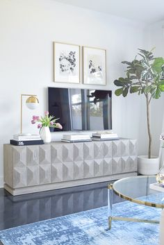Updated TV Gallery Wall - Spring Home Tour ZDesign At Home