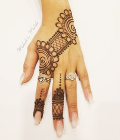 Simple party mehndi design