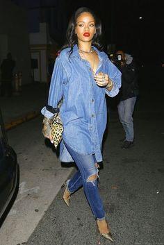 Want to fill an empty seat at Rihanna& ANTI World Tour? Join the Rihanna Fa. Estilo Rihanna, Mode Rihanna, Rihanna Street Style, Rihanna Fan, Rihanna Outfits, Rihanna Casual, Rihanna Dress, Rihanna Fashion, Denim Fashion