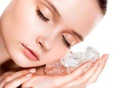 ¿Sabías que los tratamientos faciales con hielo te ayudan a mantener limpio y joven tu rostro? Beauty Secrets, Diy Beauty, Beauty Hacks, Beauty Makeup, Open Pores On Face, Pimples On Forehead, Pimples Overnight, Kajal, How To Get Rid Of Pimples