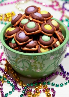 Add a sweet and salty splash of color to your Carnivale celebrations with these delicious Mardi Gras Munchies!