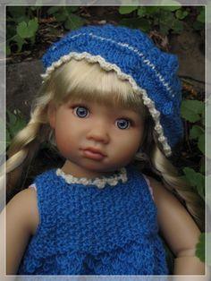 Helen got a new outfit! I knitted her a dress and a fitting hat. I sewed her a pair of trousers.  Helen hat ein neues Outfit bekommen: Ein Strickkleidchen im Saatmuster und dazu eine passende Mütze. Die Hose habe ich aus BW Stoff genäht - nach eigenem Schnitt!