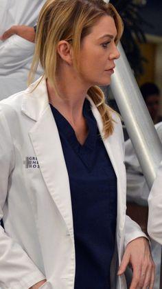 Meredith Grey, Cristina Yang, Greys Anatomy Costumes, Bff, Hot Doctor, Matching Icons, Supergirl, Tv Shows, Medical