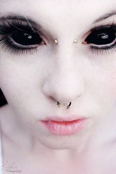 As if the piercings and white face aren't weird enough, the eyes win this one. Halloween Contacts, Halloween Eyes, Theme Halloween, Halloween Makeup, Cool Contacts, Colored Contacts, Eye Contacts, Bridge Piercing, Eye Contact Lenses