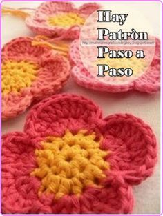 Take time to stop and smell the crochet flowers with this quick and easy crochet flower. The Four Petal Crochet Flower Pattern stands out in its simplicity and will be sure to get you in the mood for the warmer weather. Crochet Puff Flower, Bag Crochet, Crochet Flower Tutorial, Crochet Diy, Crochet Motifs, Knitted Flowers, Crochet Flower Patterns, Crochet Chart, Love Crochet