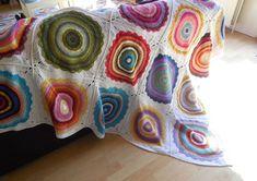 Pattern & recap:Wink's Mandalas Blanket – A Spoonful of Yarn - Free Crochet Pattern Motif Mandala Crochet, Mandala Blanket, Blog Crochet, Crochet Home, Free Crochet, Patchwork Quilt Patterns, Crochet Patterns, Crochet Afghans, Crochet Blankets