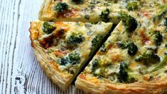 Quiche s brokolicí a modrým sýrem (Cooking with Šůša) Quiche, Meals Without Meat, Slovak Recipes, Seafood Dishes, Tasty Dishes, Food Videos, Food Inspiration, Breakfast Recipes, Food Porn