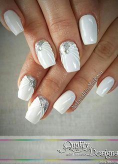 Opting for bright colours or intricate nail art isn't a must anymore. This year, nude nail designs are becoming a trend. Here are some nude nail designs. Fancy Nails, Love Nails, Pretty Nails, My Nails, Glitter Nails, Nagel Tattoo, Wedding Nails Design, Luxury Nails, Bridal Nails
