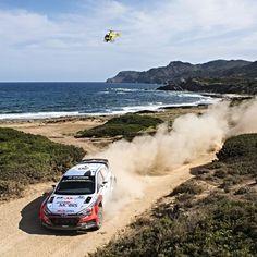 Hyundai i20 WRC 2016 O piloto belga @thierryneuville foi o vencedor do Rally Italia realizado na ilha da Sardenha. Foram quatro dias de rali que ele venceu com uma diferença de apenas 258s. O filandês Jari-Matti Latvala e o francês Sebastien Ogier formam o pódio da etapa do @officialWRC  @rallyitaliasardegna ; @hmsgofficial #wrc @andrelavadinho #atworld  #CarroEsporteClube #hyundai #i20 #racing #rali #acelerados #auto #brasil #cargramm #carporn #carro #carros #cars #carsofinstagram #driver…