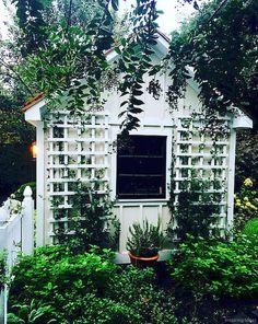 Awesome 53 Smart Garden Shed Organization Ideas https://roomaniac.com/53-smart-garden-shed-organization-ideas/