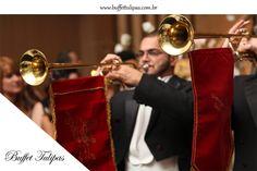Nada mais emocionante do que a entrada da noiva, a marcha nupcial tocando, e os convidados aflitos, ansiosos. Um momento como esse precisa de um lugar perfeito, conheça o Buffet Tulipas.  (11) 2076-9919  www.buffettulipas.com.br