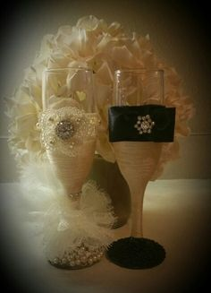 Handmade wedding flutes. Ivory lace glass beads