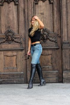 Just sexy boots: 10 ideas to combine jeans and boots Black Thigh High Boots, High Leather Boots, High Heel Boots, Heeled Boots, Cut Out Jeans, Sexy Outfits, Fashion Outfits, Sexy Jeans, Denim Fashion