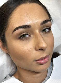 The Real Experience: Microblading Healing Day by Day – permanent makeup eyebrows Permanent Makeup Eyebrows, Eyebrow Makeup, Microblading Healing Stages, Eyebrow Before And After, Tattoo Practice Skin, Eyeliner Techniques, Eyebrow Styles, Eye Makeup Designs, Makeup Ideas