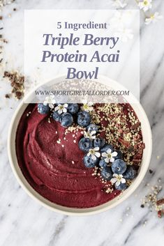 Smoothie bowls make the perfect breakfast during summer theyre totally delicious and theyre healthy too! From berry to mango and even watermelon enjoy this list of 30 Healthy Breakfast Smoothie Bowls. Smoothie Bowl, Best Smoothie, Acai Smoothie, Protein Smoothies, Healthy Breakfast Smoothies, Vegan Breakfast, Protein Breakfast, Healthy Protein, Acai Bowl Recipes Healthy