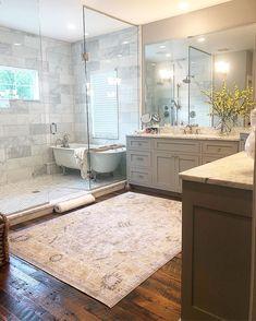 A dream bathroom suite!Tag a friend who would love this too! Bad Inspiration, Bathroom Inspiration, Shower Enclosure, Shower Tub, Master Bath Shower, Ideas Baños, Decor Ideas, Bathroom Layout, Bathroom Ideas
