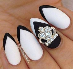 Queen Black and White | Nana
