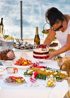 Whether you're after a cosy Christmas Dinner menu, a Aussie Summer Christmas, a super easy Christmas Menu or economical options, you'll find inspiration here! Australian Christmas Food, Aussie Christmas, Summer Christmas, Christmas Lunch, Christmas Cooking, Christmas Treats, Christmas Recipes, Australian Food, Christmas 2019