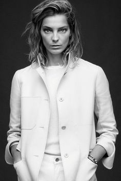 Model Daria Werbowy fronts Harper's Bazaar February in black and white modern architecture shots by Daniel Jackson. Alastair McKimm chooses clothes for sexy brainiacs in 'The Edge of Spring'. News Fashion, Fashion Shoot, Editorial Fashion, Fashion Models, Women's Fashion, Fashion Women, Daria Werbowy, Daniel Jackson, Minimal Fashion