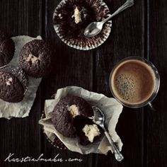 muffins recipe, muffins with chocolate cheese mass Creamy Cheese, Cream Cheese Filling, Chocolate Muffins, Breakfast Time, Something Sweet, Sweet Tooth, Sweet Treats, Food And Drink, Cupcakes