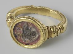 Gold signet ring with the Van Wijnbergen (?) arms carved in crystal. Netherlands, circa 1535