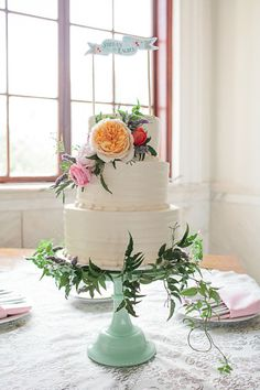 floral topper | wedding cake | white wedding cake | indoor wedding | #weddingchicks