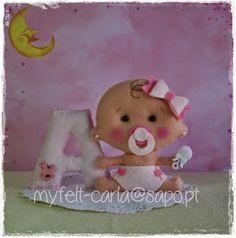 niña bebé con chupete