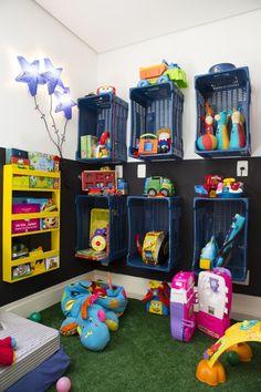 Caixas de mercado para brinquedos e livros - Faixa pintada na parede