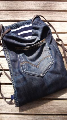 Latest Pictures The mother factory pool bags Thoughts I love Jeans ! And a lot more I love to sew my very own Jeans. Next Jeans Sew Along I'm planning Diy Jeans, Sewing Jeans, Jean Crafts, Denim Crafts, Denim Backpack, Denim Bag, Mochila Jeans, Jean Diy, Diy Sac