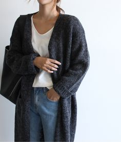 Find Your Inner Fashionista With These Tips And Tricks! Death By Elocution, Look Fashion, Winter Fashion, Street Fashion, Sweaters Outfits, Long Grey Cardigan, Slouchy Cardigan, Mode Simple, Simple Style