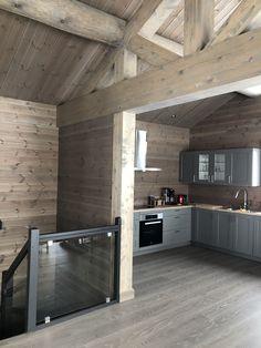 #hytte fra #aasgarden #beitostølen #hytteinspirasjon #beiset #panel #vegger #valdres A Frame House, Cabin Interiors, Wooden House, Cabins In The Woods, Modern Kitchen Design, Kitchen Interior, House Plans, Sweet Home, House Ideas