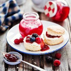 SOUND: http://www.ruspeach.com/en/news/8168/     Брусника произрастает в России. Красные ягоды брусники полны витамин и помогают бороться со многими недугами. Варенье из брусники намазывают на хлебцы и едят с чаем. Готовить брусничное варенье очень просто: ягоды перетирают с сахаром