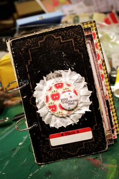 mini album http://thegreenfrogstudio.typepad.com/the_green_frog_studio/2009/11/inspiration-tuesday-16.html#comments