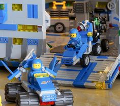 Everybody likes a good Classic Space model, and this crystal mining diorama by Brick Knight has all the right details. From the characteristic grey-blue colour scheme with yellow and black stripes, to antennas and recreations of vintage sets, all placed on a tan landscape, just like the box arts of the 1980s. The cracks filled …
