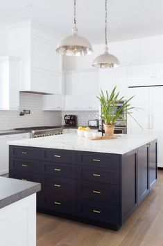 Looking for White Kitchen ideas? Browse White Kitchen images for decor, layout, furniture, and storage inspiration from HGTV. Luxury Kitchen Design, Best Kitchen Designs, Luxury Kitchens, Cool Kitchens, Modern Kitchens, Tuscan Kitchens, Traditional Kitchens, Contemporary Kitchens, Black Kitchens
