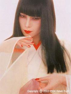 山口小夜子(やまぐちさよこ) : 【伝説の日本人モデル】山口小夜子まとめ【日本の美】 - NAVER まとめ