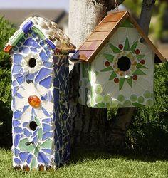 DIY Garden and Crafts - Easy Breezy Mosaic Garden Accessories Mosaic Crafts, Mosaic Projects, Mosaic Art, Mosaic Glass, Glass Art, Mosaic Ideas, Craft Projects, House Projects, Craft Ideas