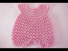 Fast And Easy Baby Romper - Crochet Ideas Sie Babyspielanzug Fast And Easy Baby Romper - Crochet Ideas Crochet Girls Dress Pattern, Baby Romper Pattern, Baby Sweater Patterns, Crochet Romper, Baby Dress Patterns, Baby Girl Crochet, Crochet Baby Clothes, Crochet For Kids, Baby Pullover Muster