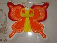 Y esta mariposa para tu cuarto, seria una linda decoración. Puedes hacerlas de los colores que deseas !VAMOS INTÉNTALO¡